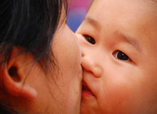 6 đối tượng mẹ TUYỆT ĐỐI không cho hôn con mình