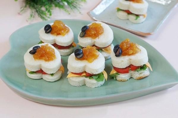 2 món ăn sáng nhanh ngon với bánh sandwich 9