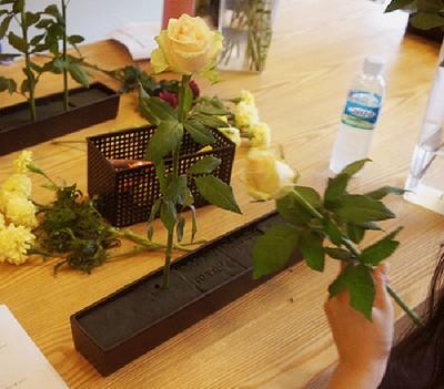 Mách mẹ vụng 2 cách cắm hoa đẹp mà dễ dàng 13