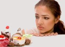 Điều gì xảy ra khi bạn ăn đồ ngọt lúc đói?