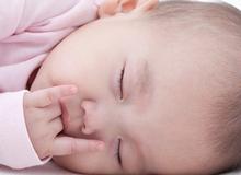 Mẹo ít biết giúp bé sơ sinh ngủ trong tích tắc