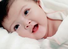 Nhận biết trẻ sơ sinh thông minh qua 6 dấu hiệu
