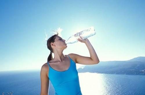 bảo vệ sức khỏe ngày nắng nóng 1
