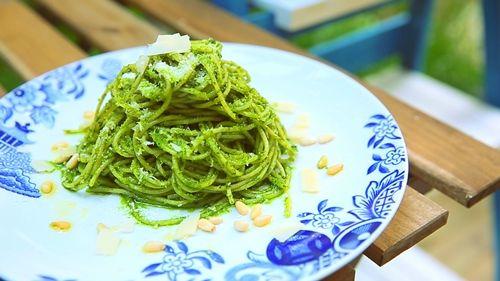 Mì Ý sốt cải bó xôi hấp dẫn bữa sáng - Món ăn ngon