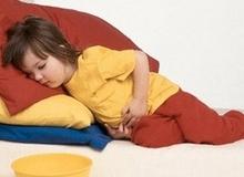 3 dấu hiệu trẻ mắc bệnh dạ dày cha mẹ cần đặc biệt lưu ý