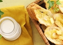 Công thức nhanh cho món bánh mì bơ tỏi giòn tan thơm phức