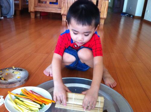 Tự làm cơm cuộn ngon mê cho bé như mẹ Tombinbon - 3