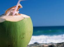 """Ba tháng đầu, """"cấm"""" uống nước dừa?"""
