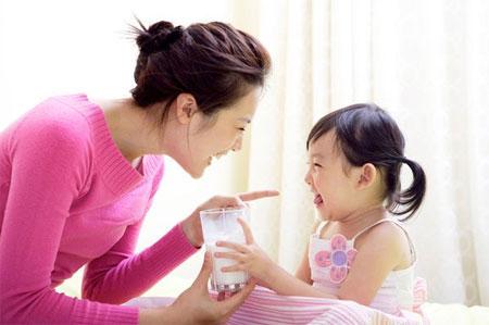 bé mấy tuổi nên uống sữa tươi