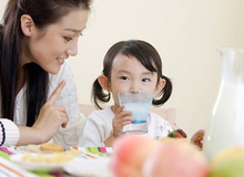 Thực phẩm không nên cho con ăn khi bụng đói
