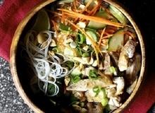Bữa trưa ngon miệng với bún trộn kiểu Thái