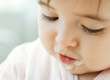 Chọn thức ăn chuẩn cho bé theo từng tháng tuổi