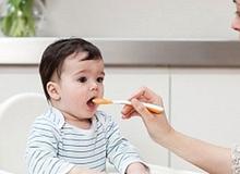 Sai lầm của bố mẹ có thể làm hỏng hệ tiêu hóa của bé