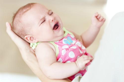 Khóc dạ đề (Colic) là chứng khóc đêm phổ biến ở trẻ sơ sinh dưới 3 tháng tuổi. Ảnh: Scarymommy.