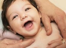 Ý nghĩa nụ cười của bé từ 0 đến 12 tháng tuổi