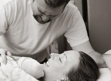 15 khoảnh khắc xúc động khi lần đầu bố gặp con
