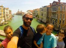 Những gia đình đưa con đi vòng quanh thế giới