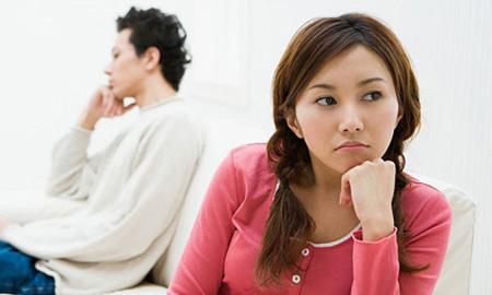 Mâu thuẫn giữa vợ và gia đình chồng sẽ khiến khoảng cách vợ chồng càng xa hơn.