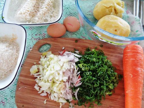 Khoai tây mì tôm chiên giòn cho bé - 1