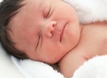 """3 dấu hiệu bé sơ sinh bú mẹ đang phát triển đúng """"chuẩn"""""""