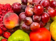 Những cách loại sạch thuốc trừ sâu cho rau quả trước khi ăn