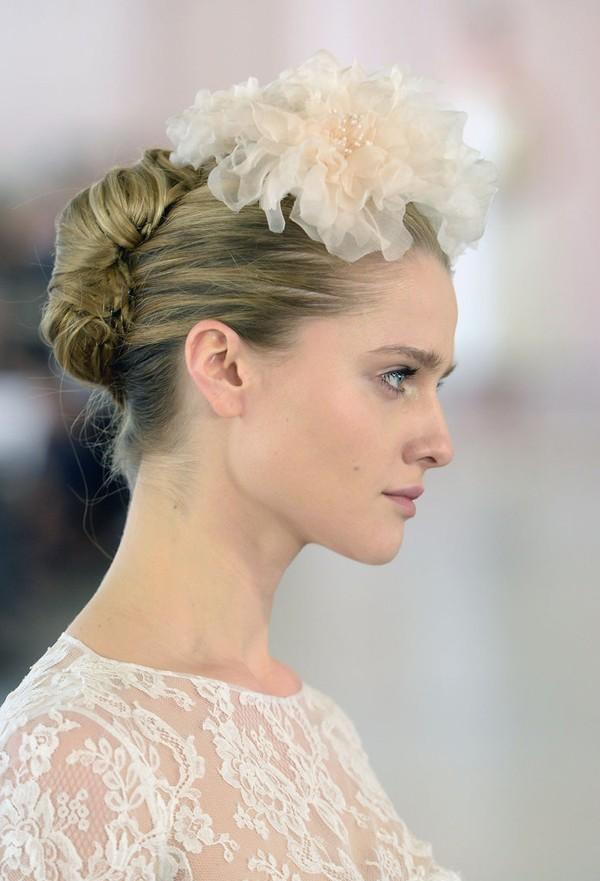 trang điểm và làm tóc cô dâu