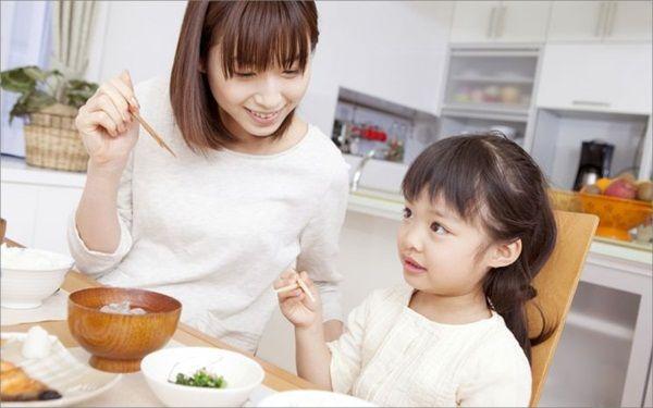 """Học cách khen con """"chuẩn"""" của mẹ Nhật - Dạy con"""