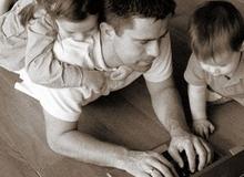 7 thói quen trẻ dễ dàng học được từ bố