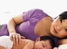 Ngủ chung với mẹ đến 3 tuổi giúp bé thông minh hơn