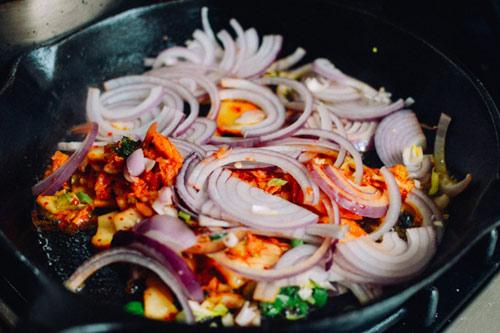 Kim chi nướng pho mát, khoai tây lạ miệng - 4