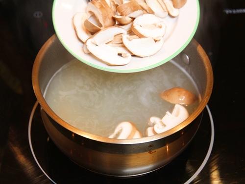 Miến nấu nấm giản đơn cho bữa sáng - 6