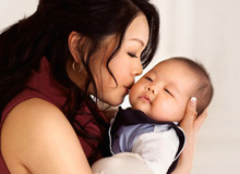 Khi đi thăm trẻ sơ sinh cần làm 6 việc này