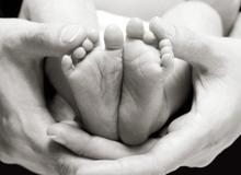 Xúc động 20 lời hứa của bà mẹ trẻ dành cho con gái