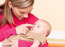 7 hoạt động giúp bé sơ sinh 0-3 tháng tuổi phát triển tốt hơn