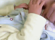4 bước chuẩn giúp bố học cách thay bỉm cho bé