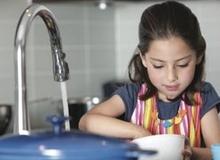 Con 4 tuổi có nên cho làm việc nhà?