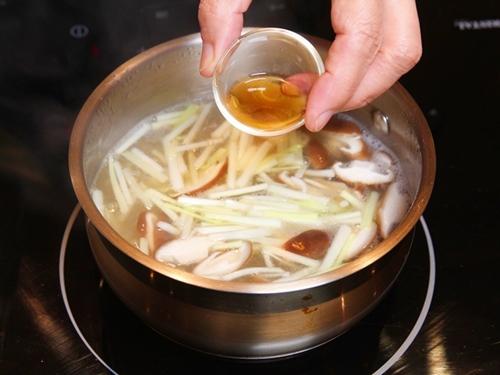 Miến nấu nấm giản đơn cho bữa sáng - 8