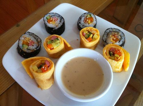 Tự làm cơm cuộn ngon mê cho bé như mẹ Tombinbon - Thực phẩm - Món ăn - Thức uống
