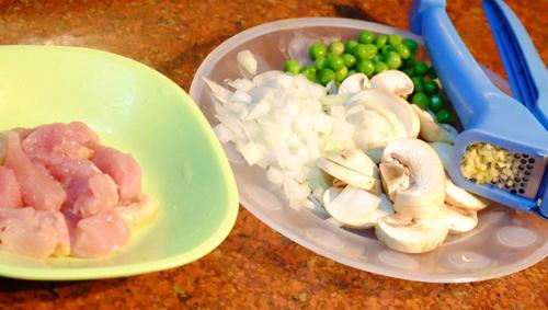 Trứng bọc cơm thơm ngon dành cho bé - 2