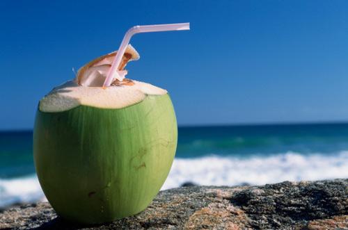 """Ba tháng đầu, """"cấm"""" uống nước dừa? - 1"""