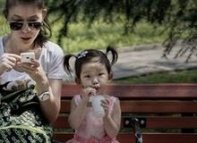 Sóng wifi - bố mẹ dùng, con chịu trận?