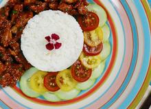 Món ngon cho bé: Thịt heo kho tương hải sản bắt cơm