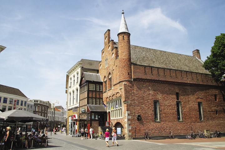 De Moriaan là một trong những ngôi nhà xây bằng gạch cổ nhất Hà Lan