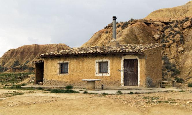 Một căn nhà nhỏ ở sa mạc Bardenas Reales - Ảnh: euskoguide