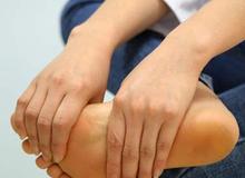 Kiểm tra ngay những dấu hiệu này ở chân để biết bạn mắc bệnh gì