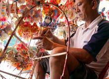 Xóm lồng đèn truyền thống lớn nhất Sài Gòn nhộn nhịp đón Tết Trung thu