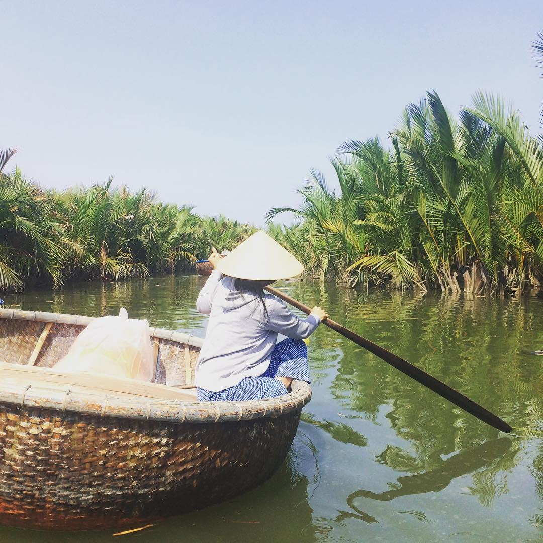 Rừng dừa Bảy Mẫu nằm ở xã Cẩm Thanh, cách Hội An chỉ khoảng 5km, được ví như miền Tây Nam Bộ của phố cổ Hội An. Ảnh: dinhcongquan/instagram