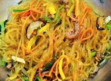 Trổ tài làm miến trộn Hàn Quốc đãi cả nhà ăn ngon