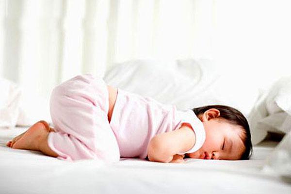 Bé ngủ