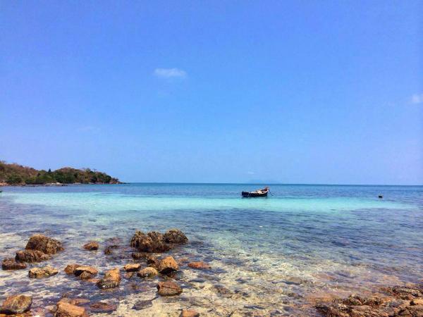Nước biển trong xanh ở quần đảo Hải Tặc. Ảnh: FB đảo Hải Tặc